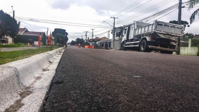 Obras de realinhamento da rua Niteroi, no cajuru. Foto: Divulgação